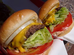 In-N-Out_Burger_cheeseburgers.jpg