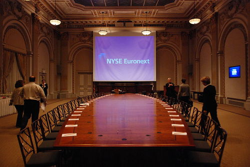 800px-New_York_Stock_Exchange_Boardroom_-_New_York_-_Flickr_-_hyku_(3).jpg