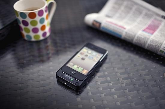Energenie iPhone 4 ChargeSleeve_lifestyle.jpg