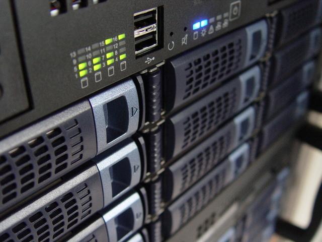 front-rack-server-1243429-640x480