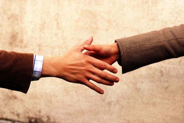 handshake-communication-1532849-639x426