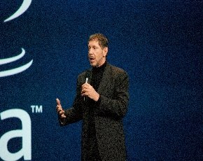 Larry Ellison demonstrates Oracle's commitment to the cloud