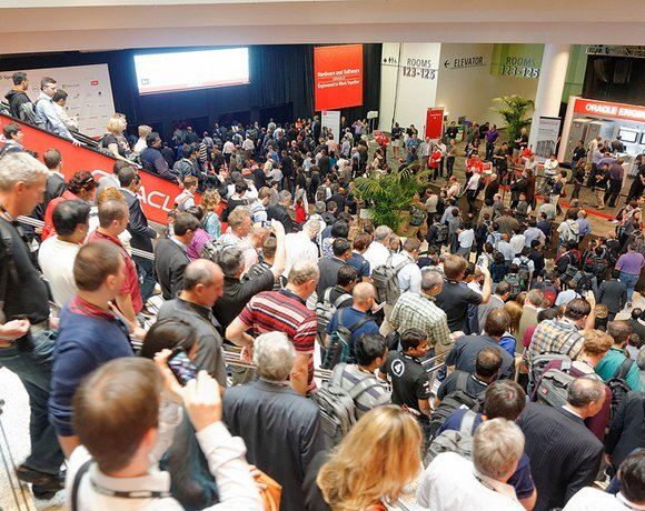 1_Oracle keynote crowd RS.jpg