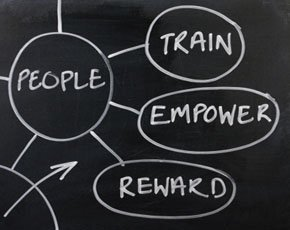 HR_train_empower_reward_istock_thinkstock_290x230.jpg