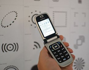NFC_mobile_290x230_Timoarnall_Wikimedia.jpg