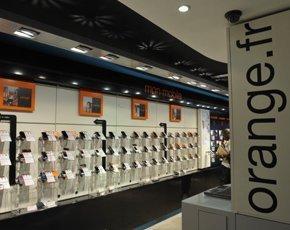 Orange-store-France-290x230.jpg