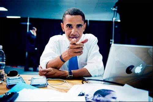 Barack Obama using his Mac and Blackberry