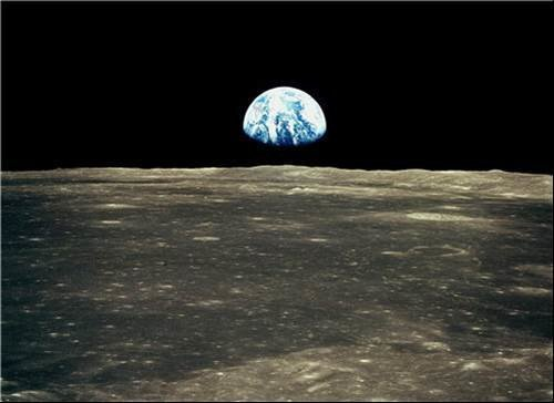 Earth rising above the Moons horizon - Apollo 11 pictures that amazed us