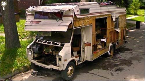 Dead caravan the weirdest photos on google street view for Camping car de luxe avec piscine