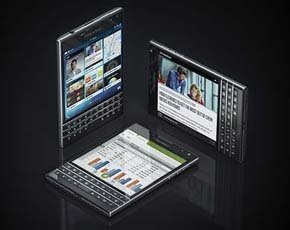 BlackBerry losses narrow as restructuring plan bears fruit