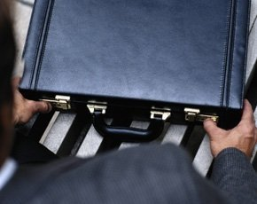 briefcase-steve-mason-photodisc-thinkstock-290px.jpg