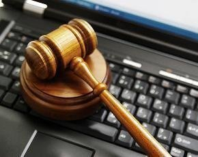 Senior judge calls for technology to transform courtrooms