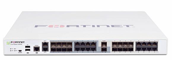 Die Fortinet FortiGate 900D soll einen Firewall-Durchsatz bis zu 52 Gbps erreichen.