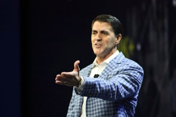 Carl Eschenbach presents the general session at VMworld 2015.