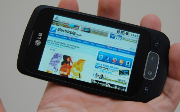 lg-optimus-one-hand-webreview-1-580x362.jpg