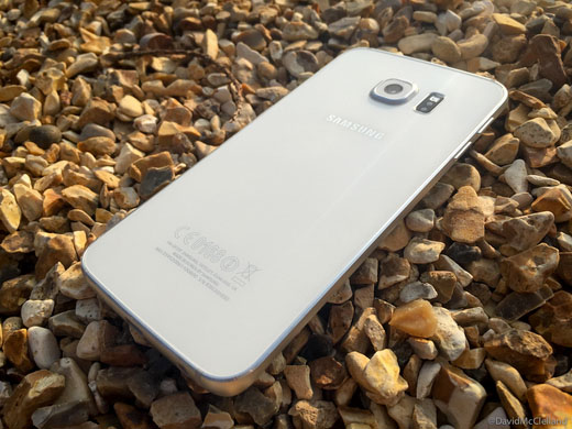 Turning its back on the plastic back - Samsung Galaxy S6 edge