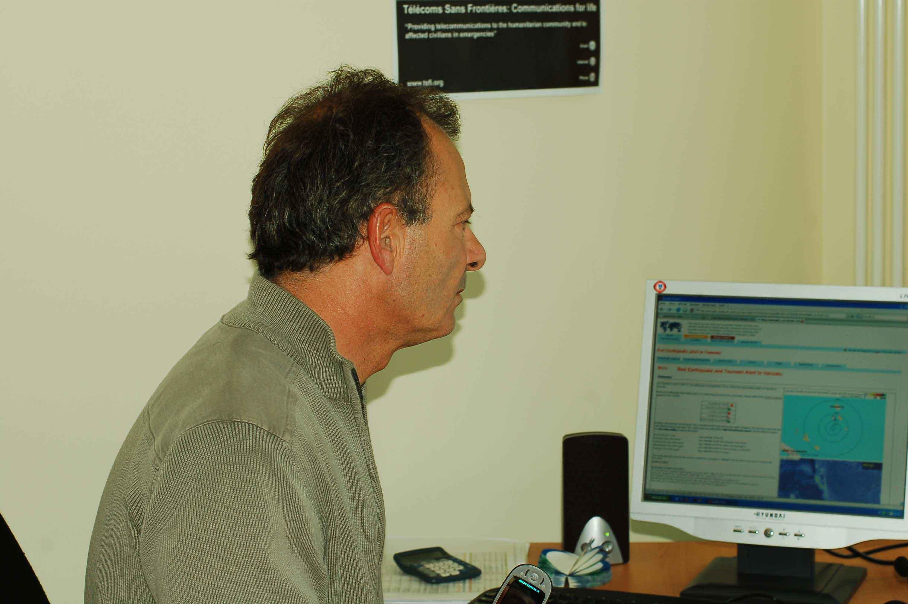 Jean_Francois_checks_web2.JPG