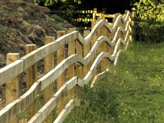 Bendy_Fence_-_geograph.org.uk_-_884886.jpg