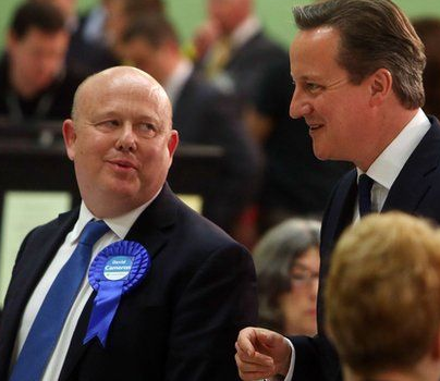 Oxfordshire leader Ian Hudspeth and prime minister David Cameron at election 2015 vote count.png