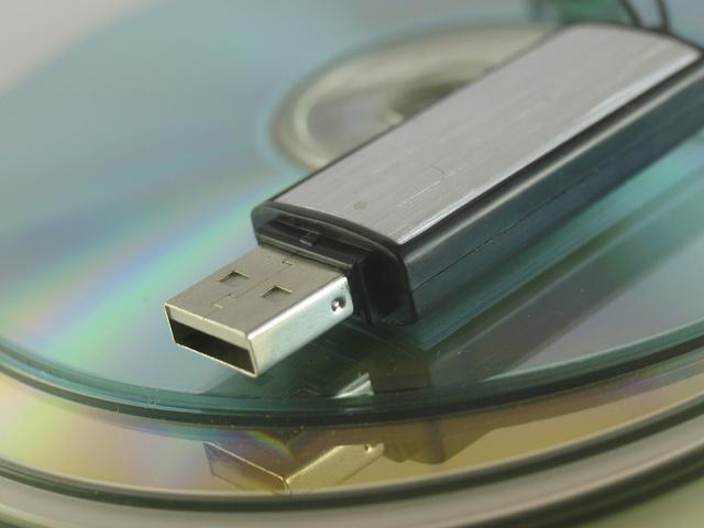 data-storage-1-1241935-640x480