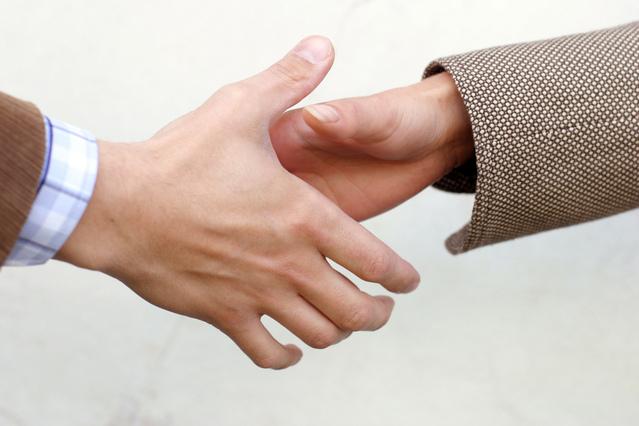 handshake-detail-1532854-639x426