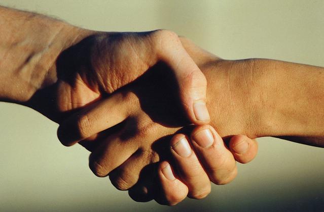 hand-shake-1241578-639x420