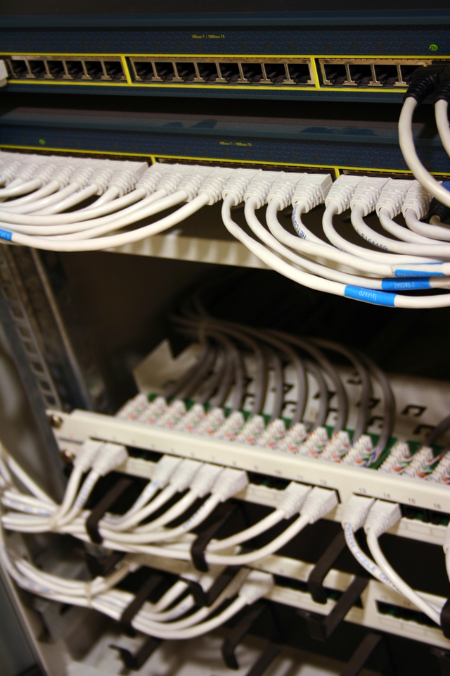 information-technologies-1242883-640x960