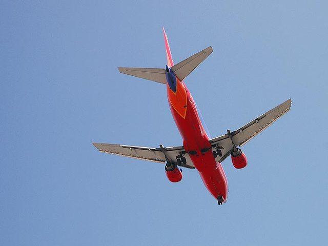 plane-4-1402164-640x480