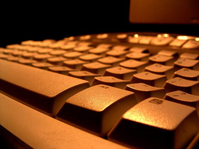 computer-keyboard-2-1498487-640x480