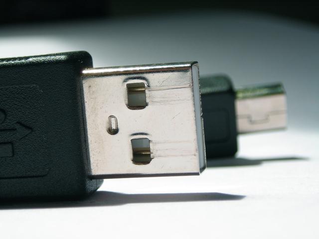 usb-connectors-1242474-640x480
