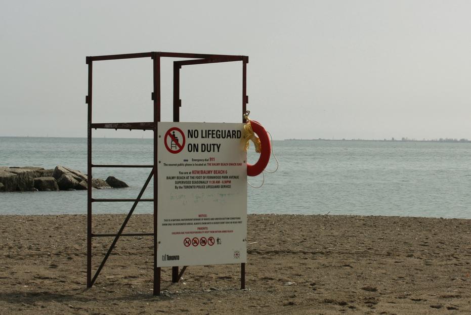 No lifeguard on beach sign