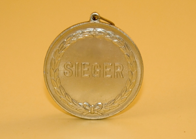 medal-2-1309077-639x452
