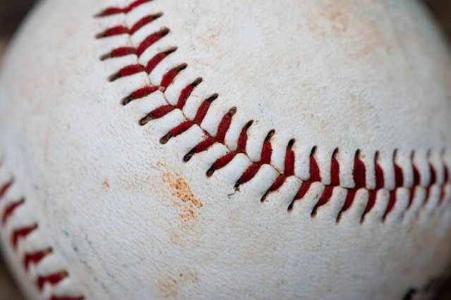 baseball-1442698-639x426