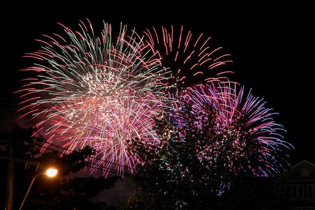 firework-1443831-639x424