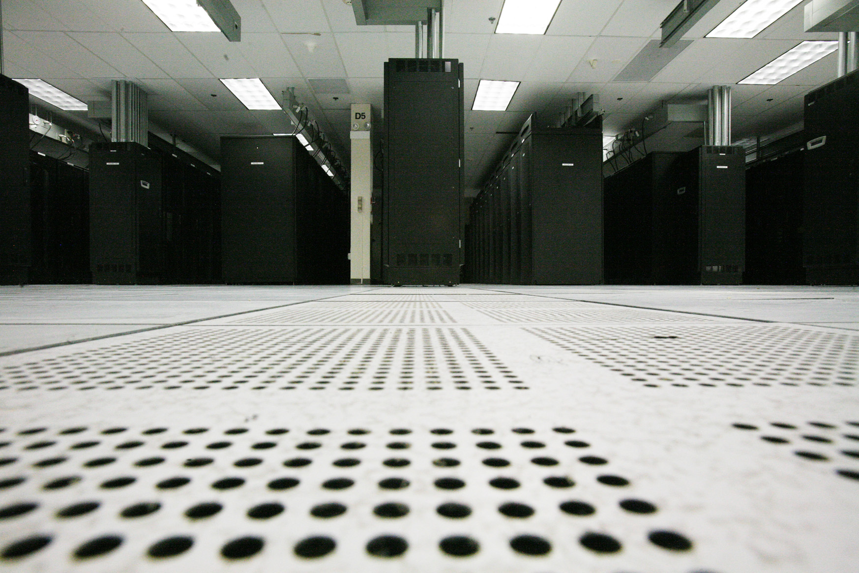 Floor Perforated Tiles Server Rooms : Fujitsu expands sunnyvale data center to handle times