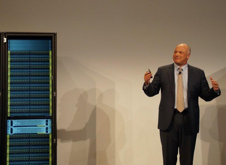 David Scott, VP et directeur général d'HP Stockage, lance les baies 3Par StorServ 7450 lors de Discover 2014