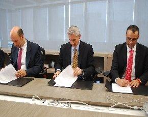 De izq. a der.: Luiz Ferezin, presidente de AMITI; Phil Sorgen, VP corporativo del grupo mundial de socios de Microsoft; Oscar Novoa, presidente del IAMCP.