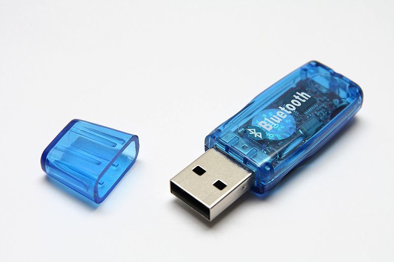 USB-Dongle für Bluetooth älterer Bauart.