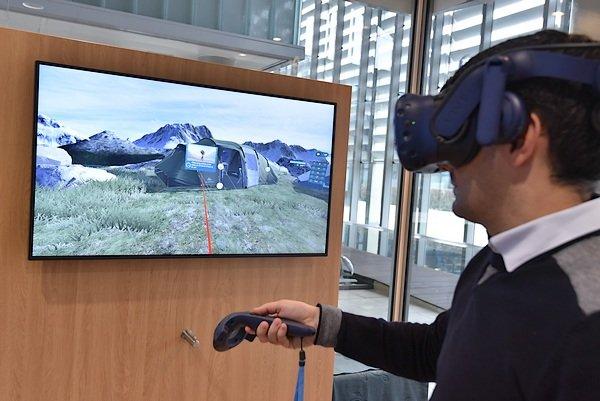 CEGID InnovationStore et expérience avec un casque de réalité virtuelle